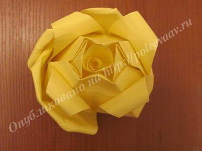 podelka roza iz bumagi 10-min
