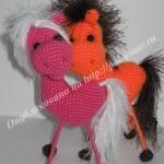 валентинка вязаная конь 28-min