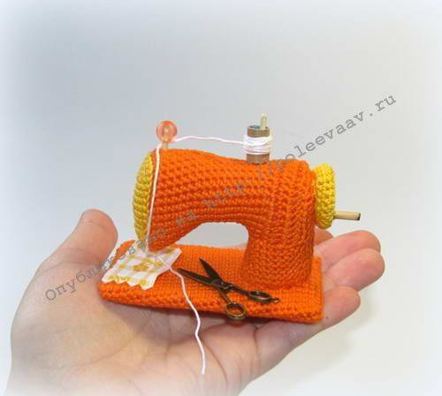 вязаная швейная машинка крючком сувенир для рукодельницы укрась
