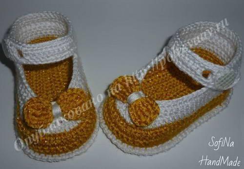 Вязанные крючком пинетки туфельки